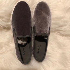 Shoes - Grey velvet loafers